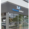Enseigne publicitaire en lettre reliefs lumineuses et décoration de vitres en lettrage adhésif et opacification des vitres avec du vinyle à effet sablé dépoli pour ce nouveau pôle Médical de port Marianne. Signarama Montpellier