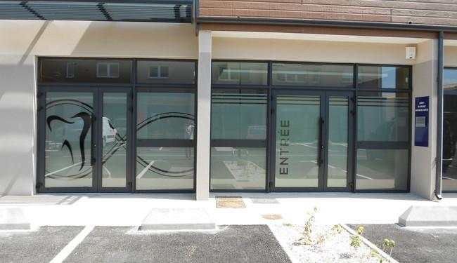 Enseigne Publicitaire. Décoration de vitrine. Signarama Montpellier.