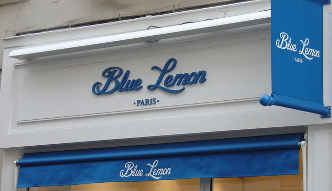 Lettres PVC en Relief + Store avec son Lambrequin + Kakemono Assorti - Ensemble réalisé par SIGNARAMA situé à 92 150 SURESNES - Ile de France - Hauts de Seine - ACCES RER A PARIS LA DEFENSE
