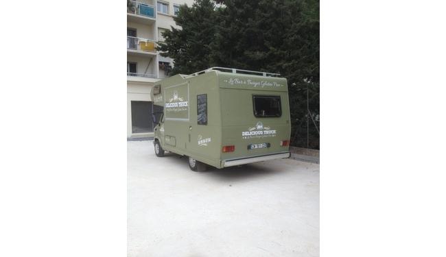 Décoration véhicule par lettrage adhésif - Delicious truck - Toulon - Var