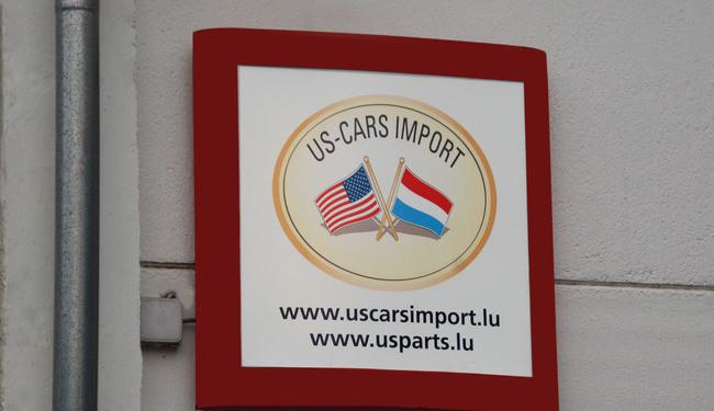 Caisson lumineux réaliser avec un vinyle translucide contre-coller sur une plaque de PMMA diffusante pour le garage US-Cars Import