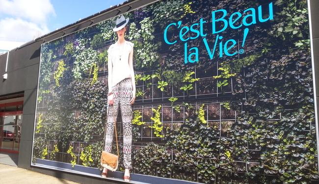 Bannière/Bâche en PVC pour un affichage extérieur visible de loin. Idéal pour un affiche rural. SIGNARAMA Nantes.