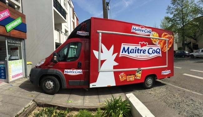 Total covering d'un food truck Ducato Maxi, Impact visuel assuré ! Idéal pour une excellente visibilité sur la route. Réalisé par SIGNARAMA Nantes