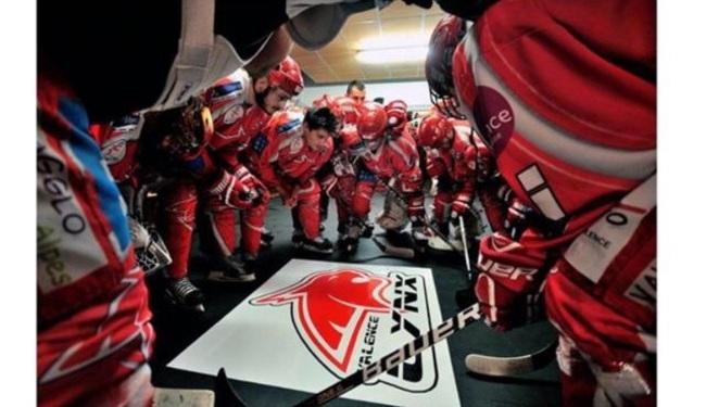 Marquage au sol du logo avec du vinyl dans les vestiaires des Lynx ( club de hockey) à Valence