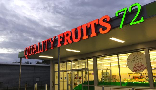 Enseigne lumineuse magasin de fruits et légumes, Mulsanne (Sarthe)
